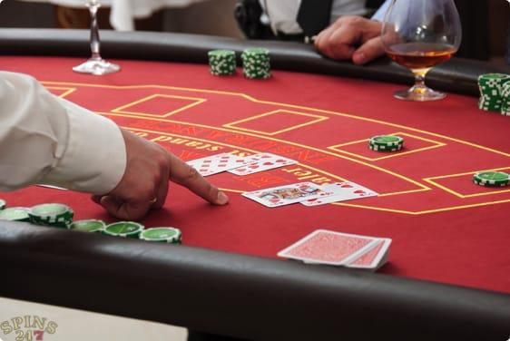 Ram et guldkort i live blackjack og vind ekstra præmier